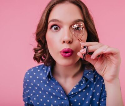 Tricks for using the eyelash curler
