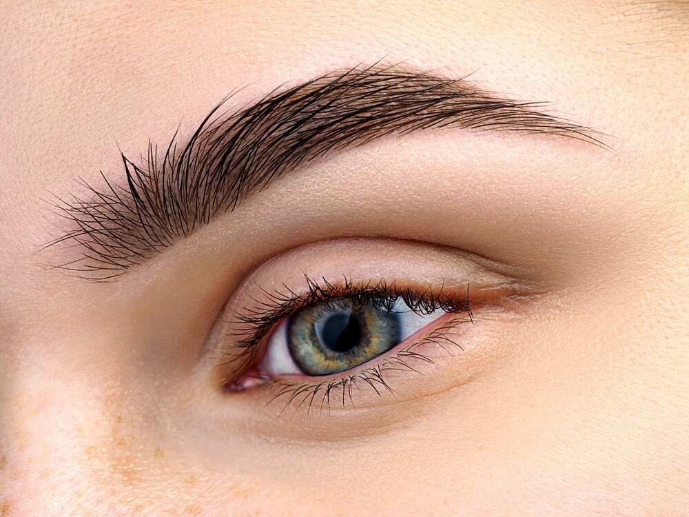 Almond oil to nutrition your eyebrows