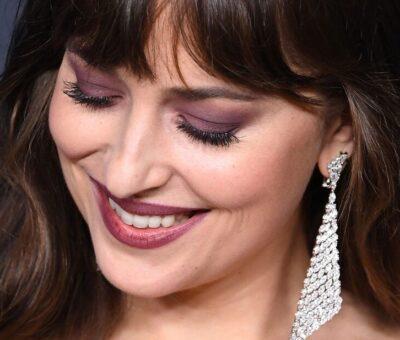 Mascara tips with Dakota Johnson